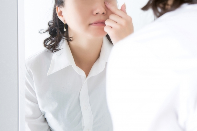 美容鍼は目の下のたるみやクマに効果的?効率の良い解消法とは